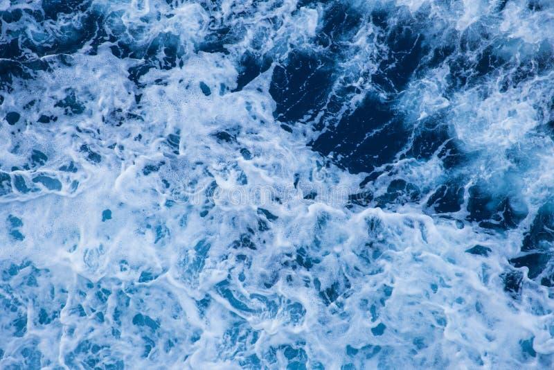Blaue Wellen, abstrakt Reisefoto September 2018 lizenzfreies stockbild