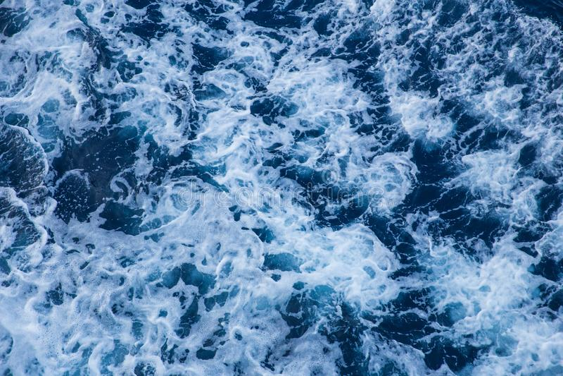 Blaue Wellen, abstrakt Reisefoto September 2018 lizenzfreie stockfotos