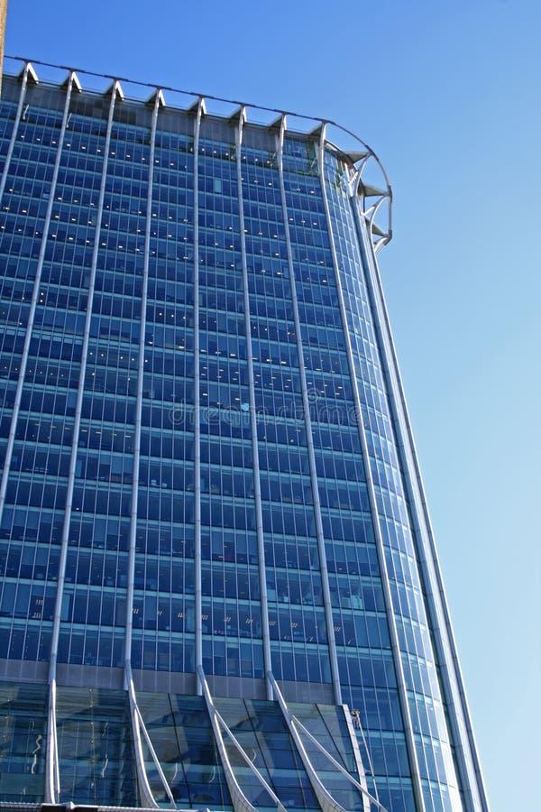 blauem reflektierendem Glasbüro oben betrachten stockfoto