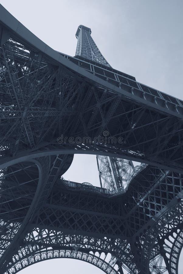Blauer abstrakter Eiffelturm stockfotos