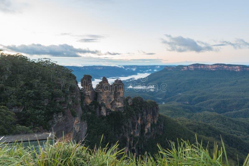 Blauer Gebirgssonnenaufgang, NSW, Australien lizenzfreie stockfotografie