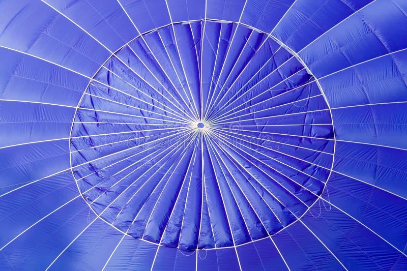 Blauer Heißluftballonabschluß oben. stockbilder
