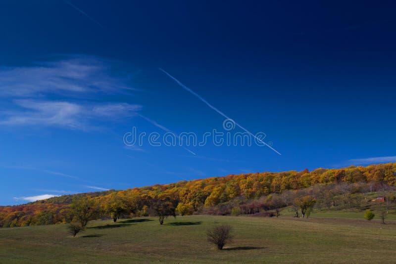 Blauer Himmel in Fagaras lizenzfreies stockfoto