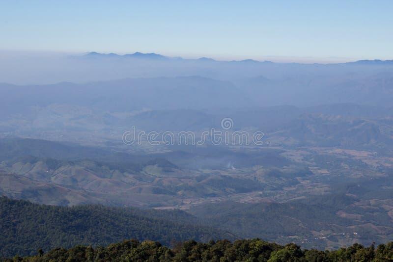Blauer Himmel szenisches Landschaftsappalachen lizenzfreie stockbilder