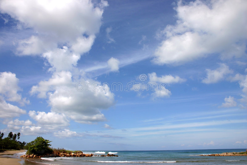 Blauer Himmel und Meer lizenzfreies stockbild