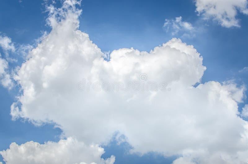 Blauer Himmel und Wolken, benutzt als Hintergrund lizenzfreies stockbild