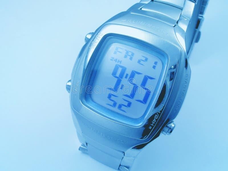 Blauer Hintergrund mit elektronischem Timer lizenzfreie stockbilder