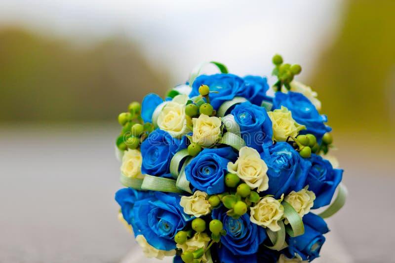 Blauer Hochzeitsblumenstrauß stockfotos