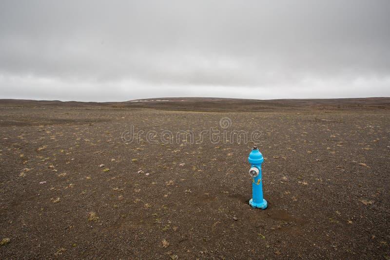 Blauer Hydrant lizenzfreie stockbilder