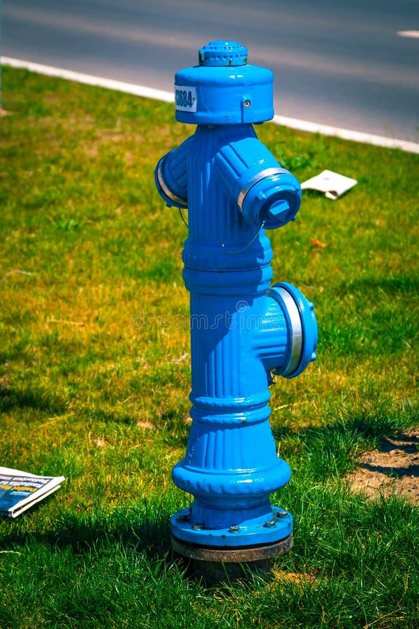Blauer Hydrant, Quelle des Wasserservices zu stockbilder
