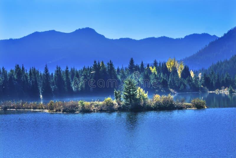 Blauer Insel-Goldsee Autumn Snoqualme Pass Washington lizenzfreies stockbild