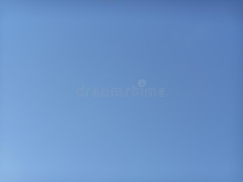 Blauer klarer Himmel ohne Wolken lizenzfreie stockbilder