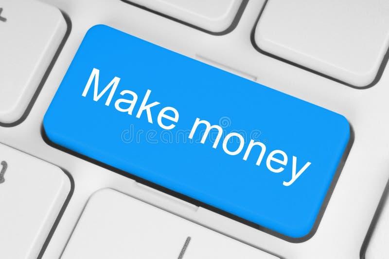 Blauer Knopf mit machen Geldwörter auf der Tastatur stockfotografie