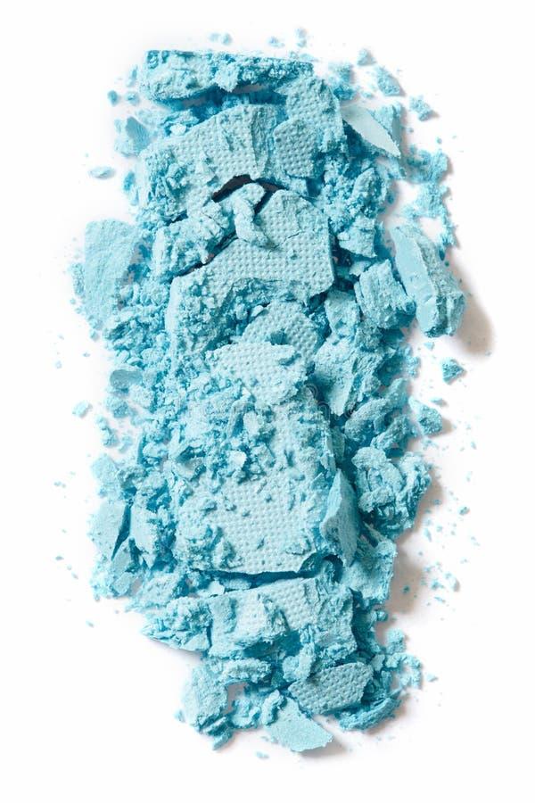 Blauer Lidschatten zerquetscht auf weißem Hintergrund lizenzfreie stockfotos
