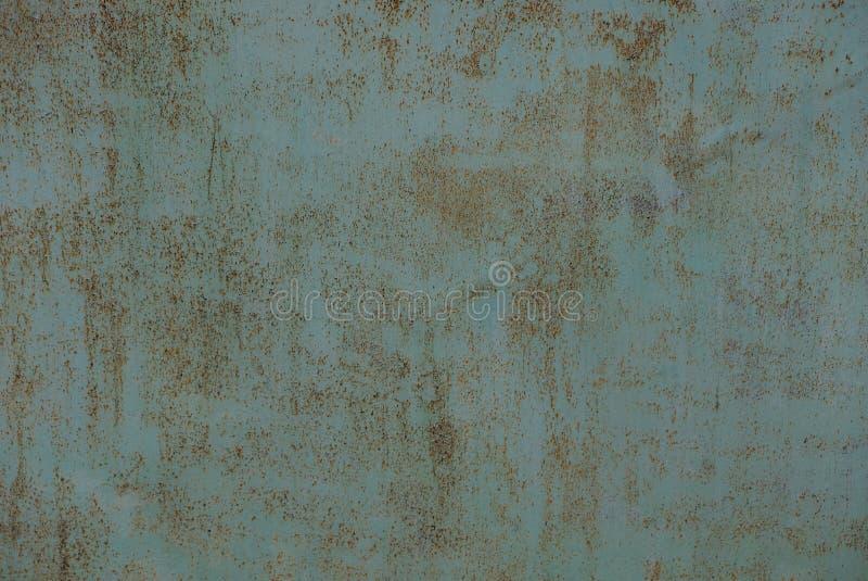 Blauer Metallhintergrund Browns von der rostigen Eisenzaunwand stockfotografie