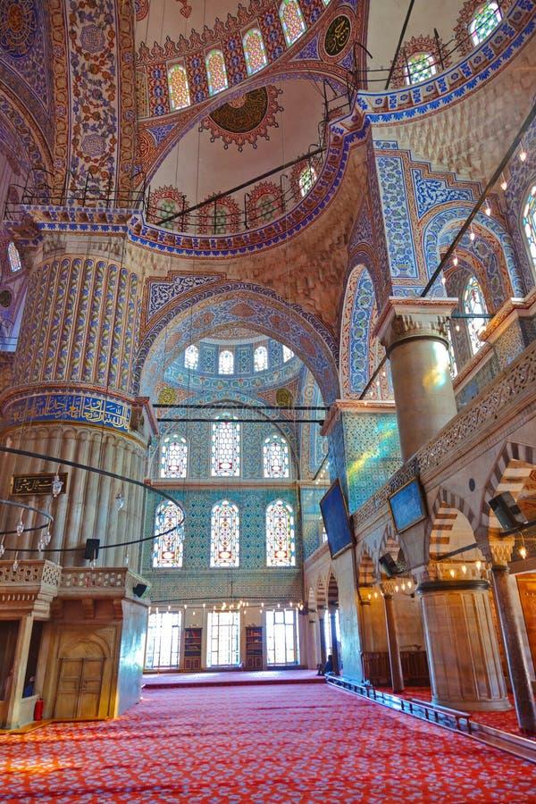 Blauer Moscheeninnenraum in Istanbul die Türkei stockbilder
