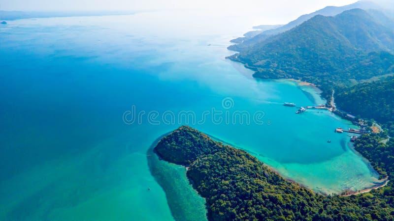 Blauer Ozean von oben lizenzfreie stockfotografie