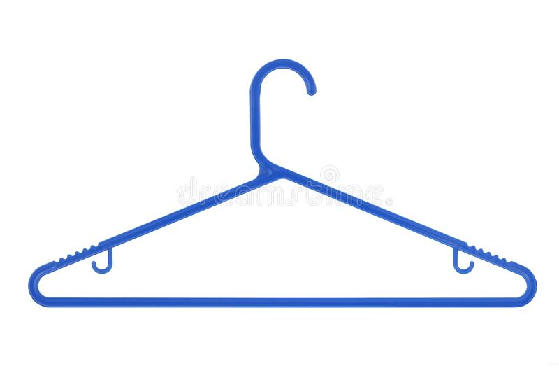 Blauer Plastikkleiderbügel lokalisiert auf einem weißen Hintergrund stockfotografie