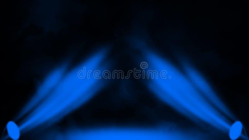 Blauer Projektor Scheinwerferstadium mit Rauche auf schwarzem Hintergrund Vektorbild, Abbildung stockbilder