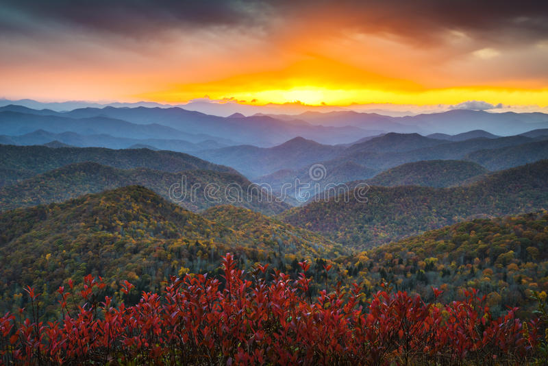 Blauer Ridge-Allee-Herbst-Appalachen-Sonnenuntergang West-NC stockbild