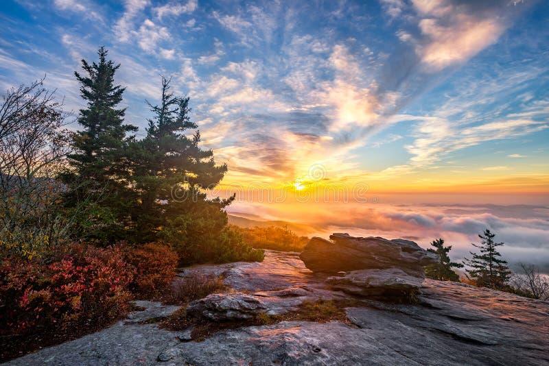 Blauer Ridge Mountains, szenischer Sonnenaufgang lizenzfreies stockbild