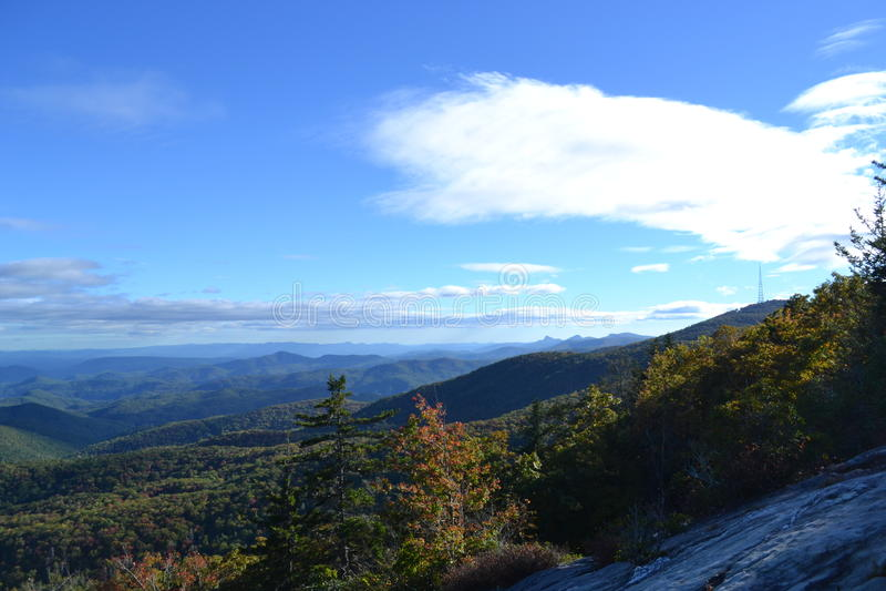 Blauer Ridge Parkway im Fall lizenzfreies stockbild