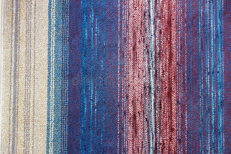 Blauer roter und beige Hintergrund der vertikalen Streifen lizenzfreies stockfoto