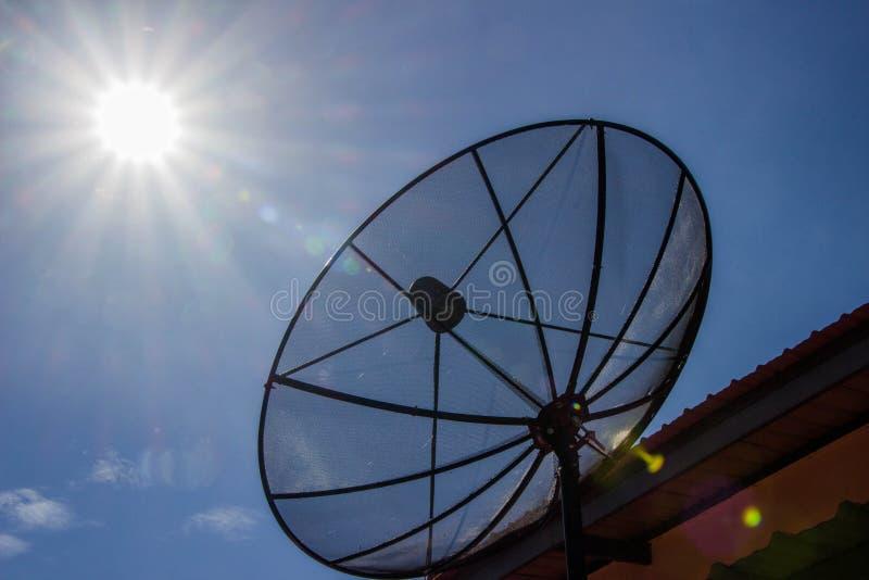 Blauer Satellitenhimmel stockbild