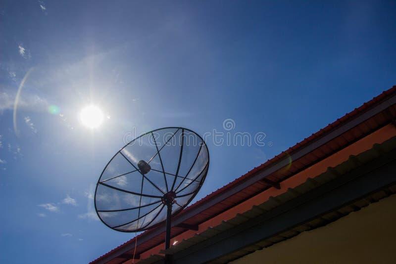 Blauer Satellitenhimmel lizenzfreie stockfotos
