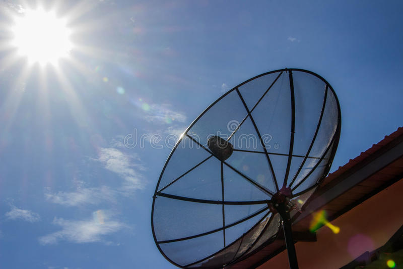 Blauer Satellitenhimmel lizenzfreie stockfotografie