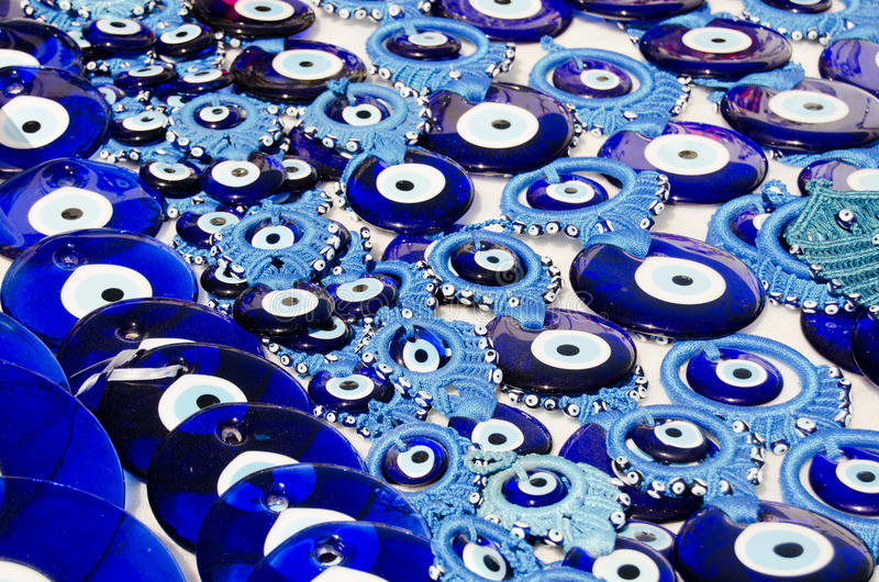 Blauer schlechtes Augen-Charme stockfotografie