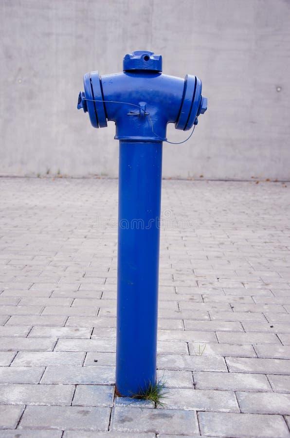 Blauer Stadthydrant lizenzfreie stockfotografie