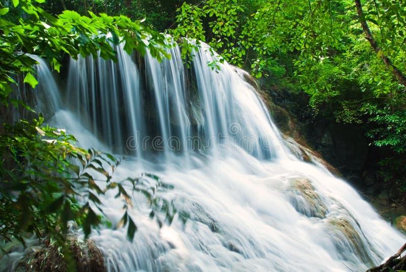 Blauer Stromwasserfall lizenzfreie stockfotografie