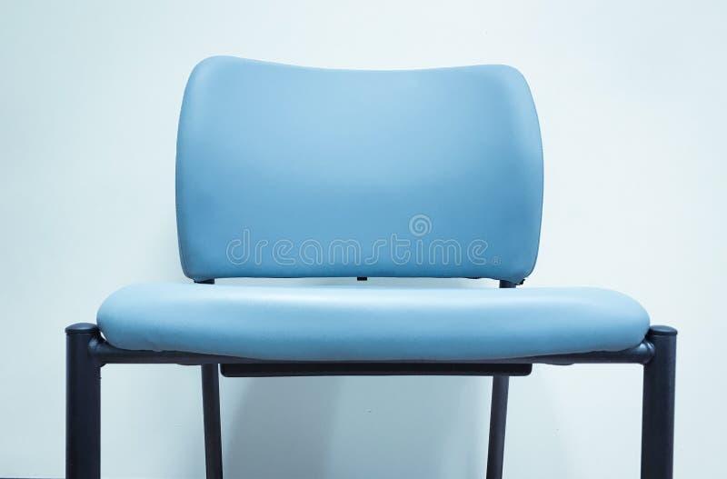 Blauer Stuhl leer lizenzfreies stockfoto