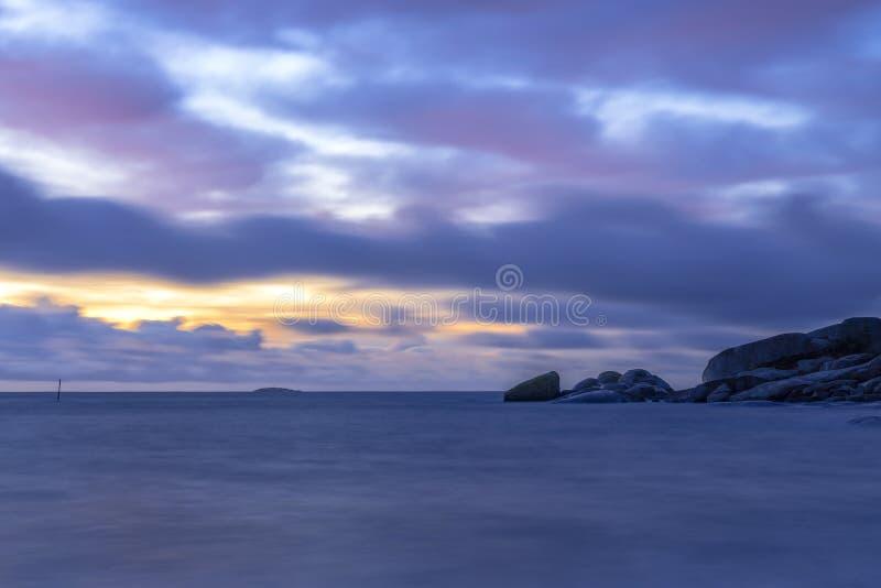 Blauer Stundensonnenaufgang stockfoto