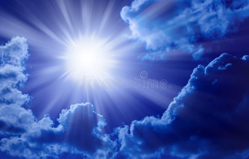 Blauer Sun-Himmel stockfotografie