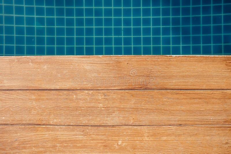 Blauer Swimmingpool stockfotos