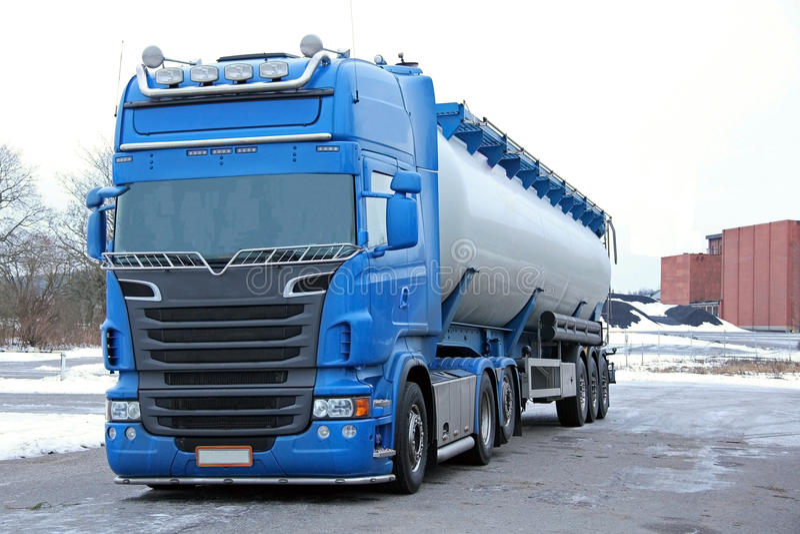 Blauer Tanker-LKW lizenzfreie stockfotos