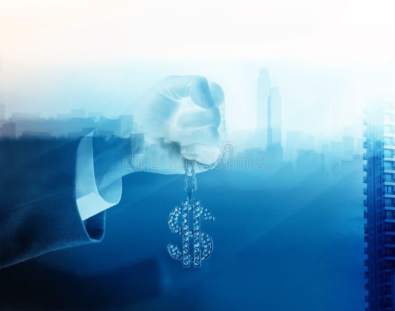 Blauer Ton, Geschäftsmann und Diamant der Doppelbelichtung unterzeichnen Dollar in der Hand vorwärts, um Erfolg, Geschäftskonzept lizenzfreie stockfotografie