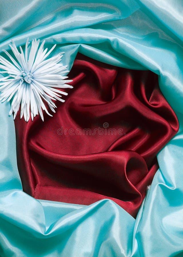 Blauer und roter silk Hintergrund stockbilder