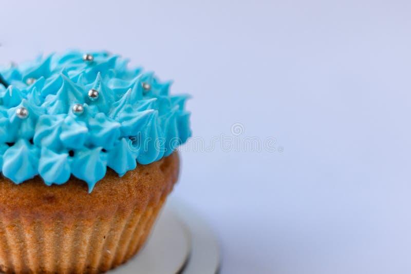 Blauer Vanillepuddingkleiner kuchen, Süßigkeiten, Süßmaterial lizenzfreie stockfotos