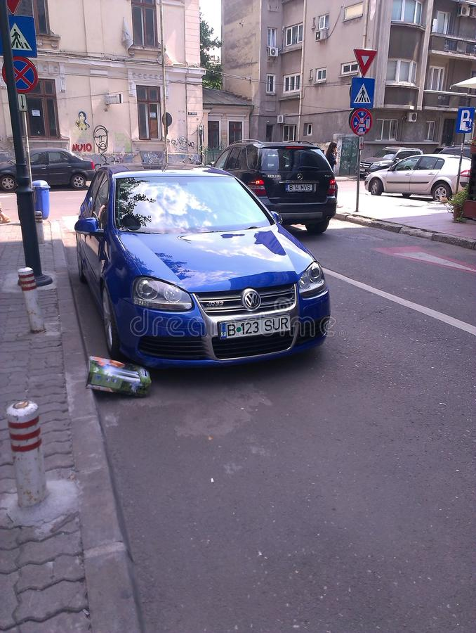 Blauer VW r32 stockfotografie