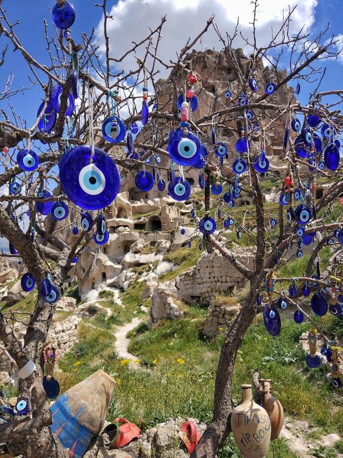 Blauer Wunschbaum in Cappadocia stockbilder