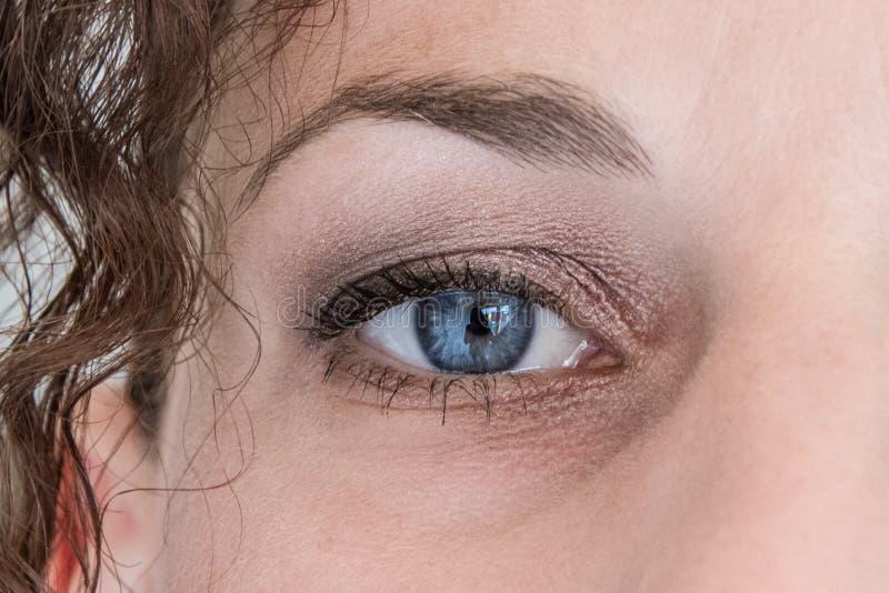 Blaues Auge des schönen Makes-up lizenzfreie stockfotos