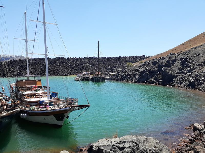 Blaues Boot der Vulkanseealten Ära stockfotos