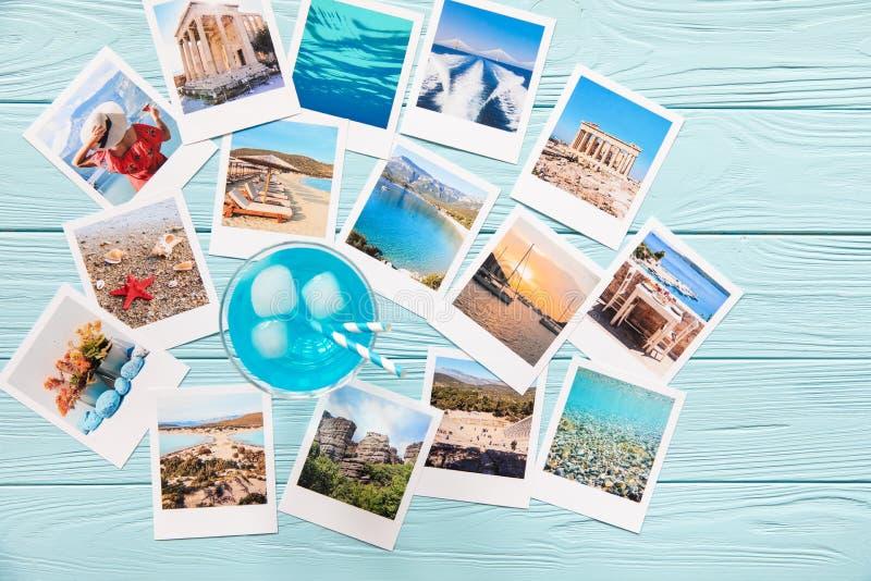 Blaues Cocktail und Fotos von schönen Momenten von glücklichen Sommerferien in Griechenland stockbilder