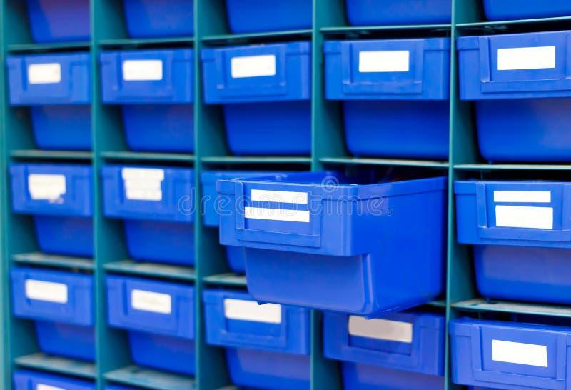 Blaues Fach für halten Ausrüstung stockfoto