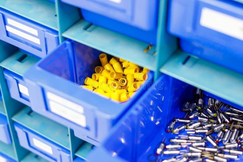 Blaues Fach für halten Ausrüstung stockbild