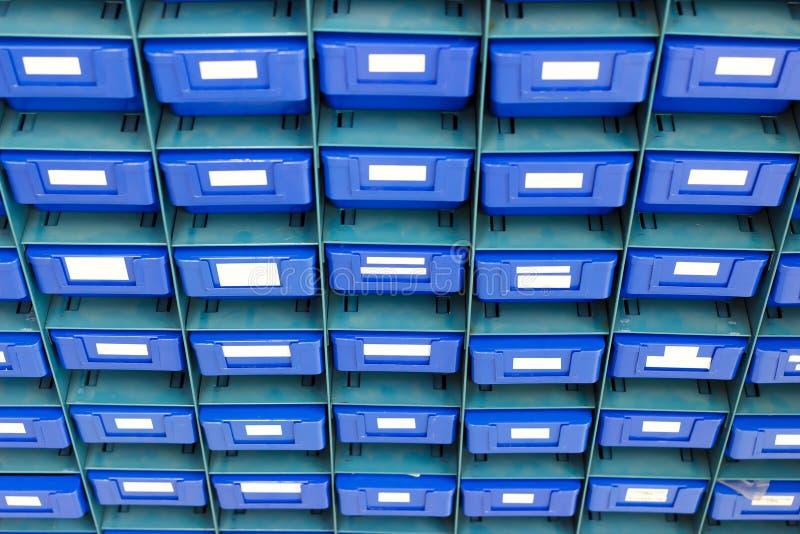 Blaues Fach für halten Ausrüstung lizenzfreie stockfotografie