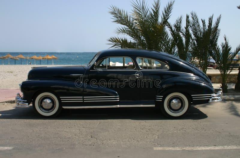 blaues Familienauto der Tinte 1947 stockfotografie